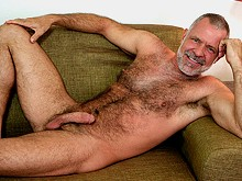 Mature men and hairy bears know a thing or two about gay lovemaking and they prove it in the free daddy porn movies