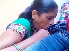 Kaamwali Bai Say Blowjob