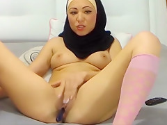 Muslim Girl Teases Her Wet Pussy