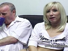 Old stud cleans his girlfriends cummy chocolate hole