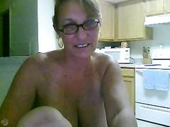 Mature lady masturbates on webcam