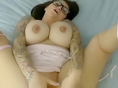 Deutscher Busty Girl mit dicken Titten und Brille Porno