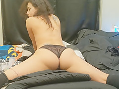 Amateur in panties booty bounce