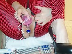 Prima si eccita con vibratori e doppie penetrazioni poi lo sbuccia e cavalc