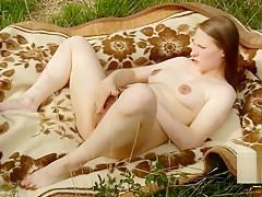 Im Wald meine Haarige Fotze zum Orgasmus gefingert - Outdoor Teen masturbat