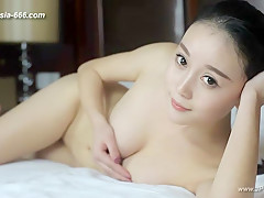 chinese model posing nude.18
