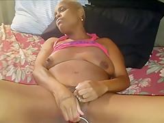 JAMAICAN SLUT SUCKS DICK AND HIDES FROM SURPRISE CUMSHOT