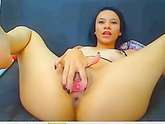 Cam girl spreading and rubbin her pussy