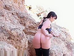 Thick Thot Play With Her Self on Public Beach