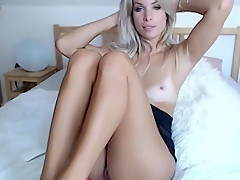 gorgeous cam whore toying her pussy in high heels