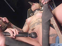 Alt babe cunt vibed in bondage device