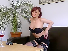 I'm posing in stockings in my sexy amatur porn video