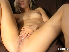 Babe Discovers Magic Wand Vibrator and has Multiple Squirting Orgasms