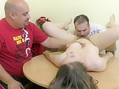 Zwei Freunde lecken meine Haarige Mose zum Orgasmus - German Teen