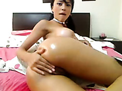 Rubbing my soaked Oriental clam