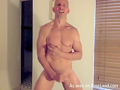 Hunk Daddy Flexes His Muscles Before Masturbating On Cam - 429Videos
