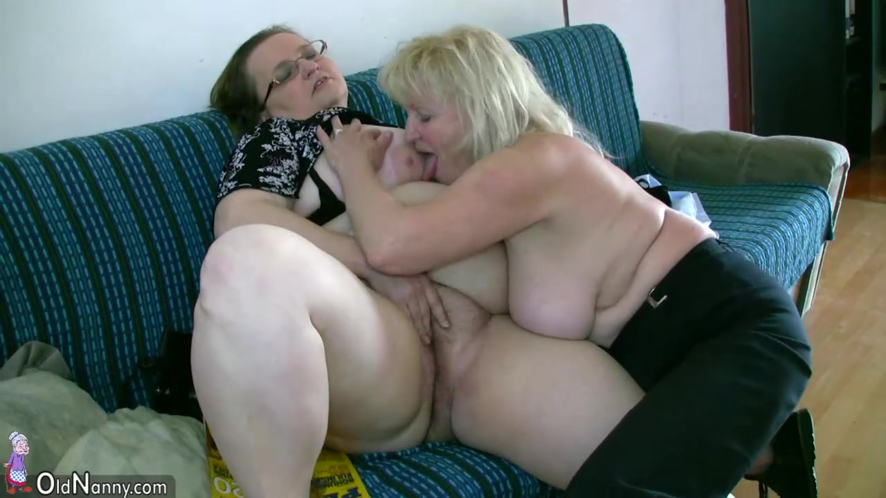 lesbian home clips