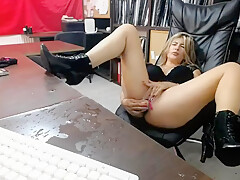 HOT PRETTY MILF WITH BIG BOOBS ,SQUIRTING ON THE TABLE !