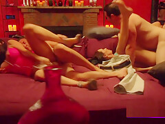 Swingers exchange oral sex with everyone in the group