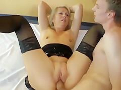 Dame Reitet Auf Einen Jungen Mann [HD]