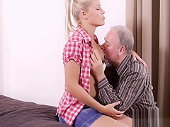 Nasty old chap fucks young mouth