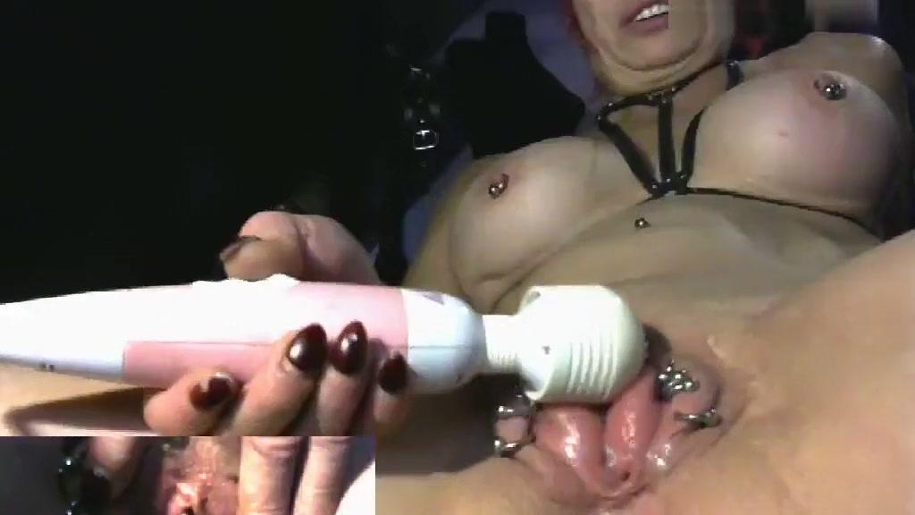 seks-porno-s-pirsingom-i-s-igrushkami