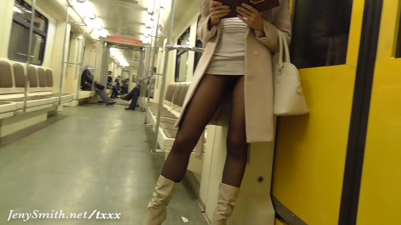 Женщины под юбками в метро видео скрытое вашего